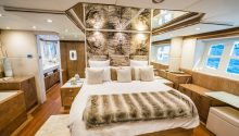Nisi boat main bedroom