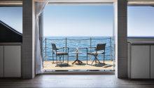 Au yacht fold down balcony